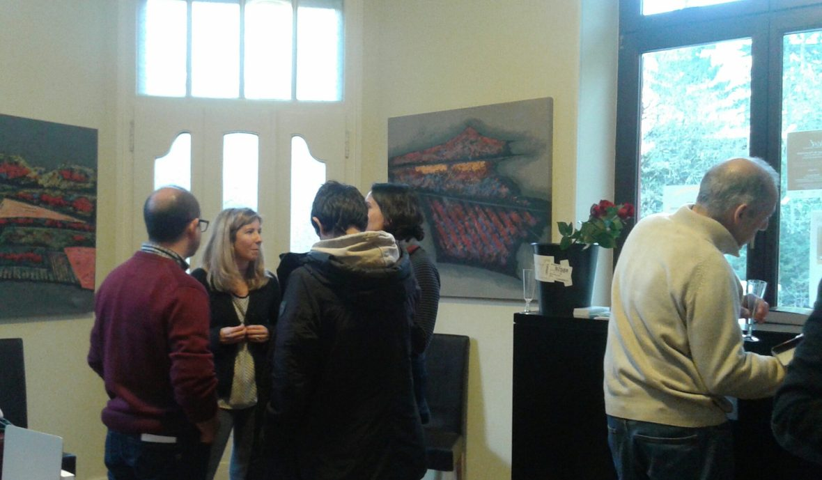 Visitantes durante la exposición